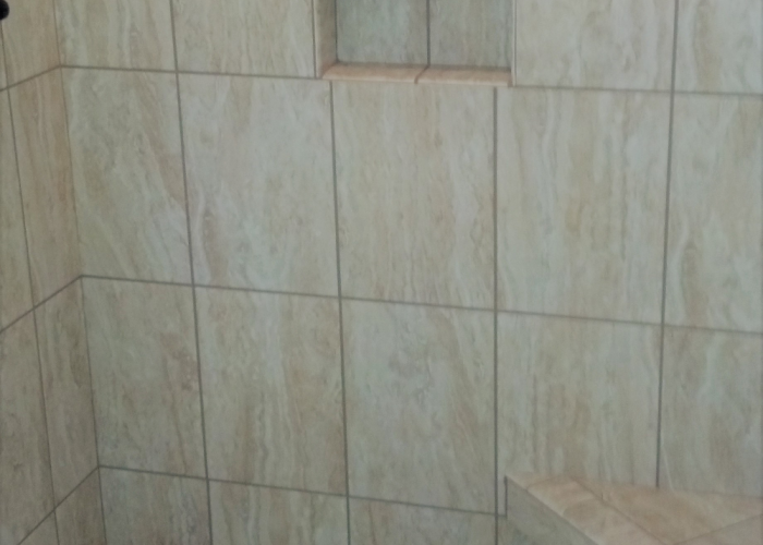 Shower Title with Niche & Bench